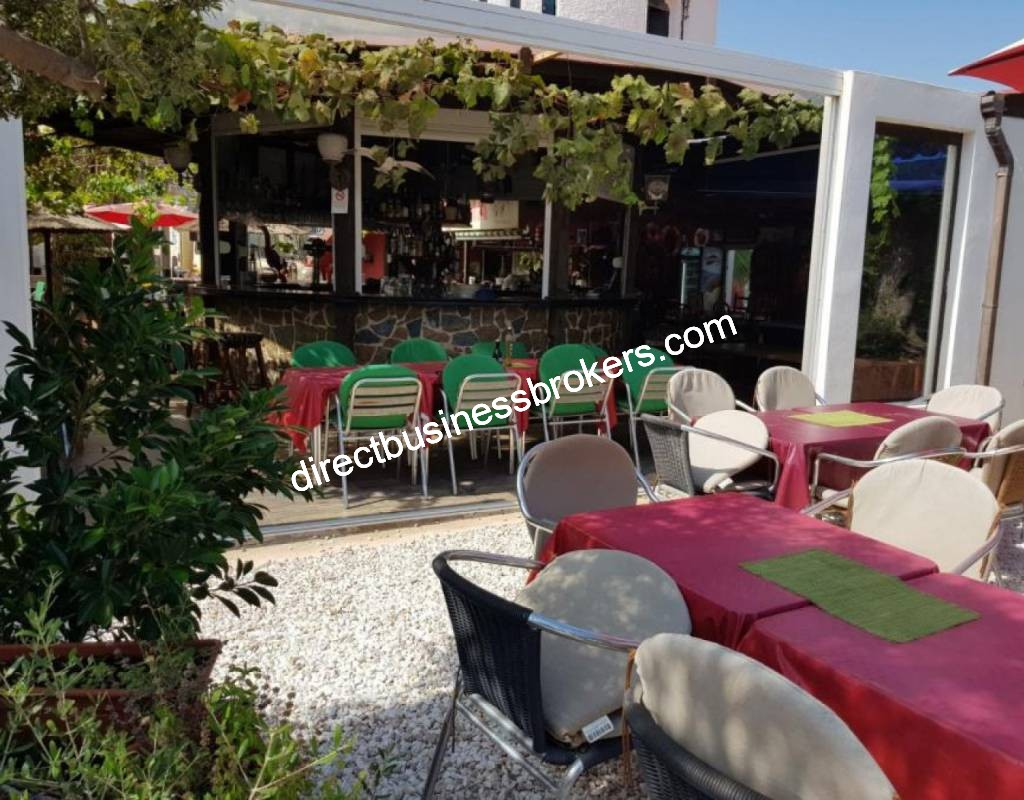 Popular Speciality Fish Restaurant with Apartment For Lease (1298)