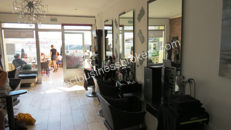 Very Busy Front Line Health and Beauty Salon in Moraira (1200)