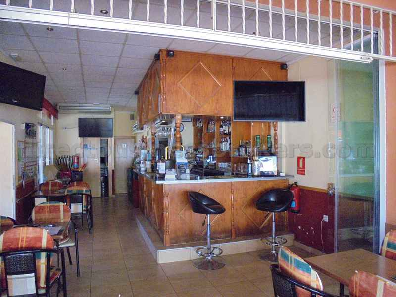 Large Bar Family Orientated Bar With Takeaway Attached (1127)