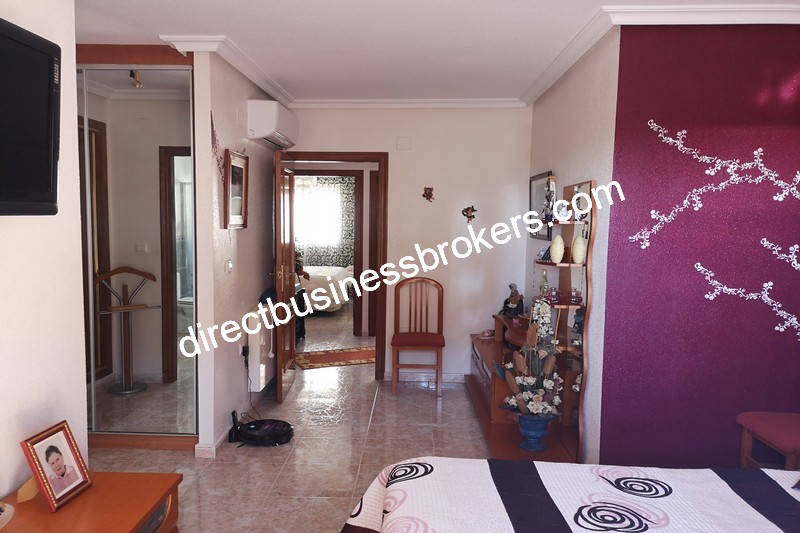 3-bedroom-house-and-commercial-unit-los-montesinos-15 (1)