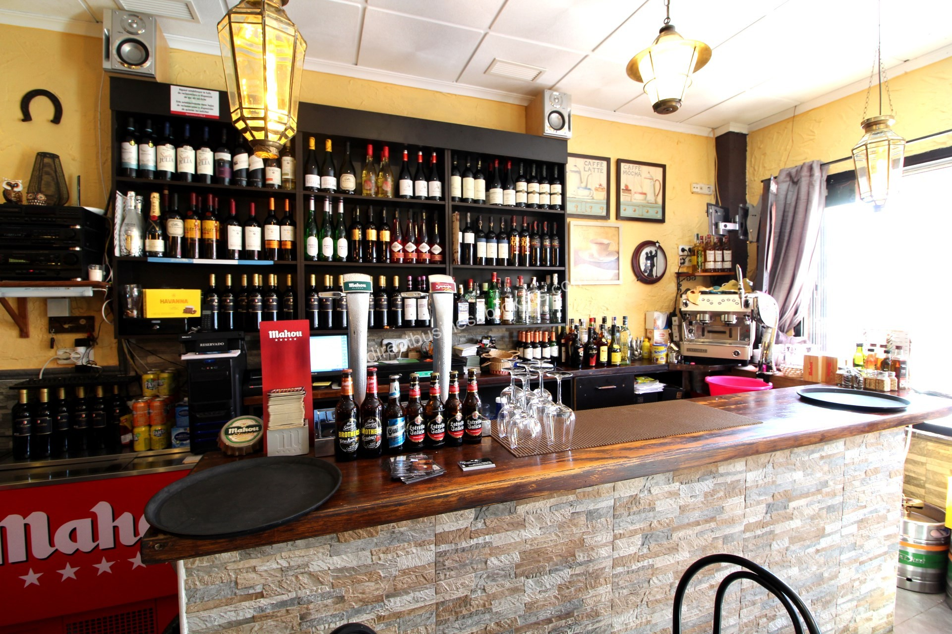 Well located bar and restaurant for sale (1204)