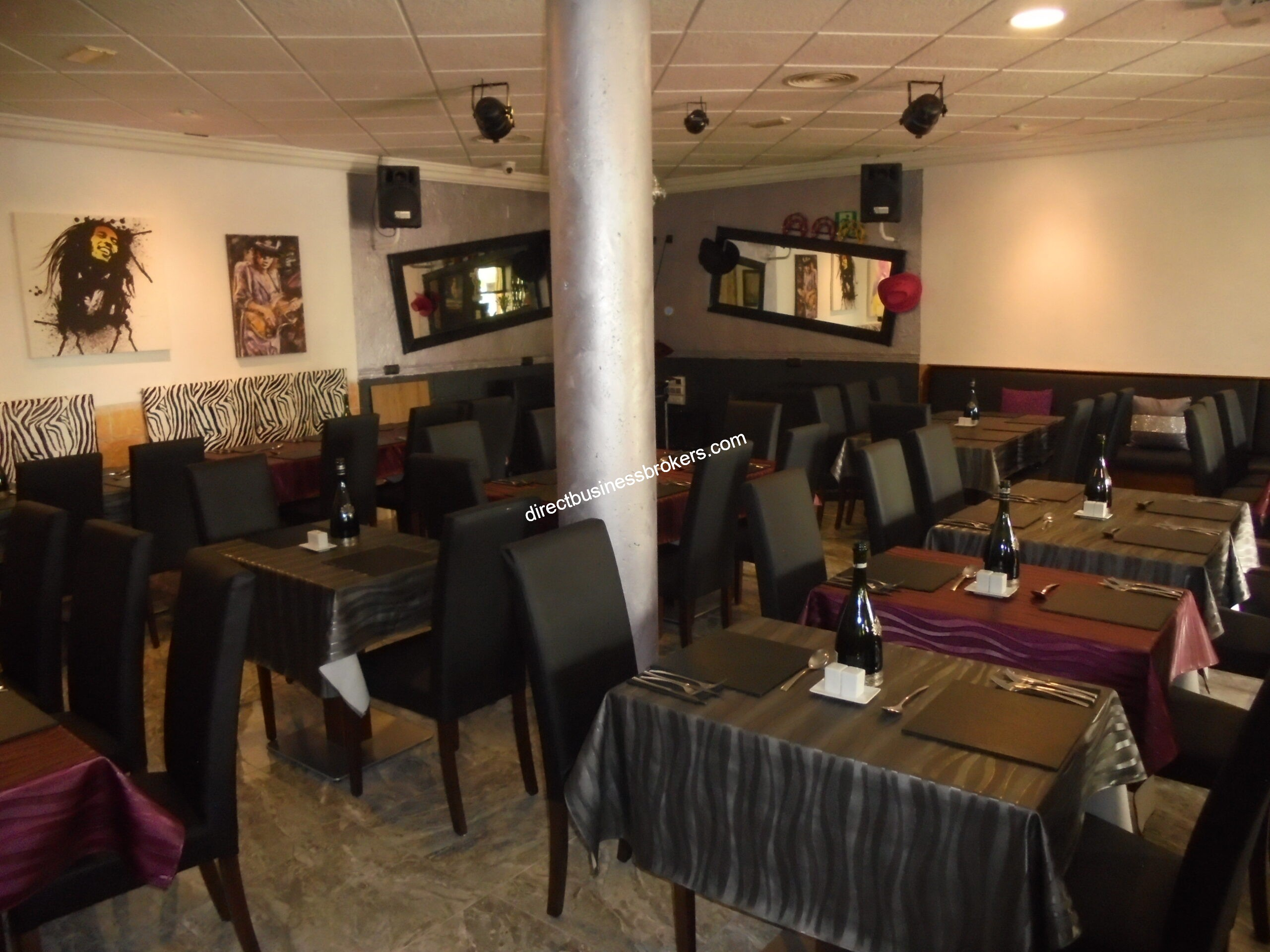 Very Busy Restaurant and Music Venue (1284)