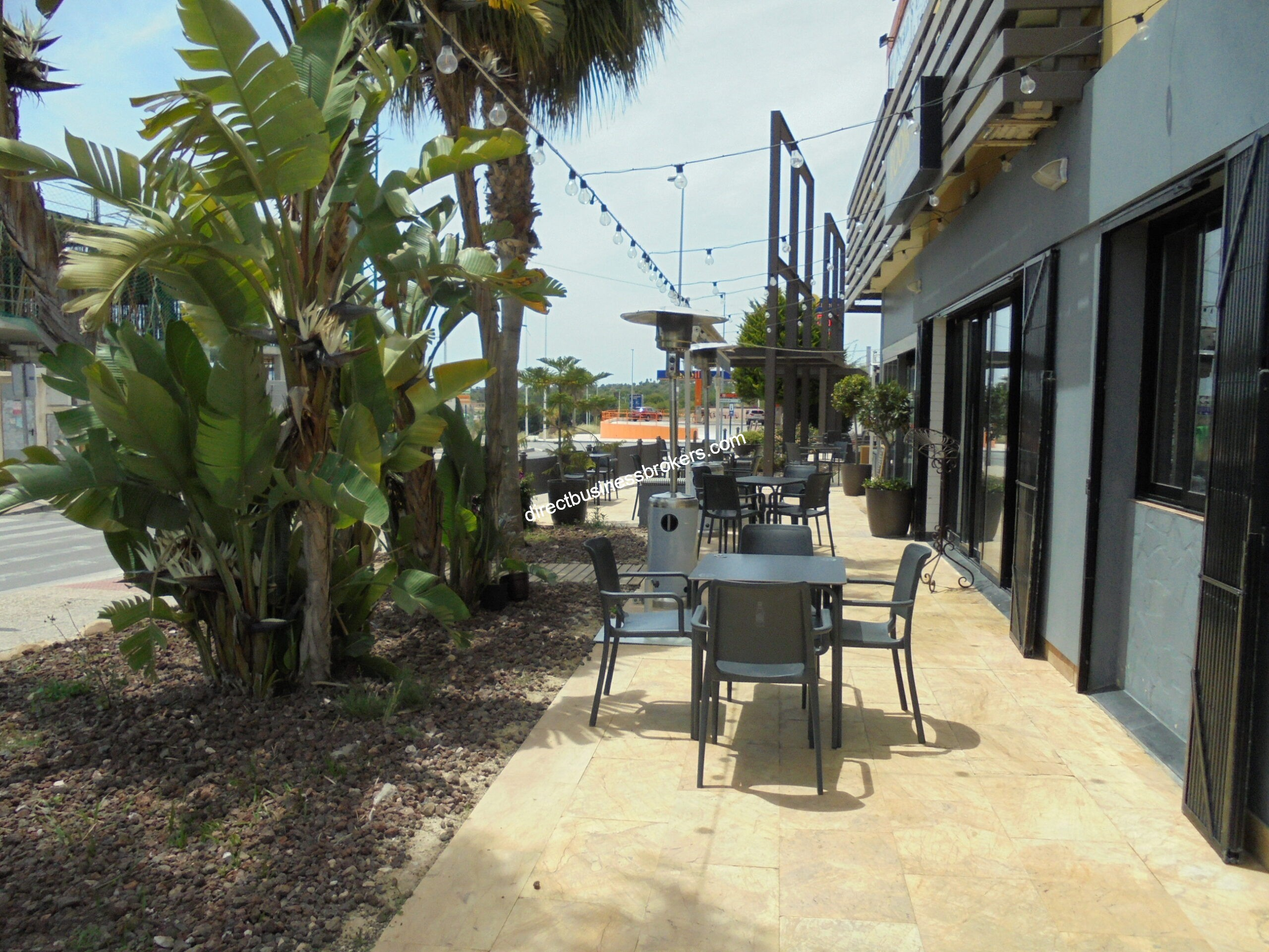 Very Busy Ground Floor Restaurant Set In Large Commercial Centre (1300)