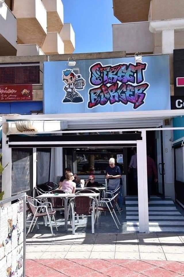 Very popular burger restaurant on the Cabo Roig Strip (1188)