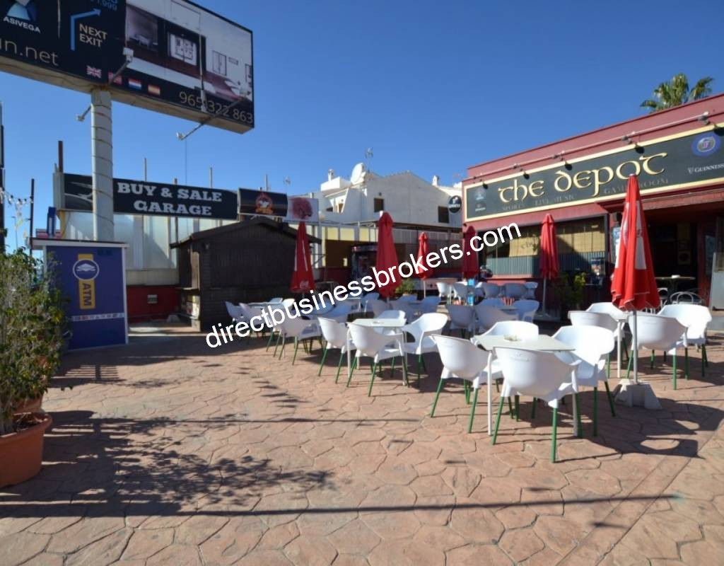 BAR IN PRIME LOCATION ON THE BUSY CABO ROIG STRIP (1219)