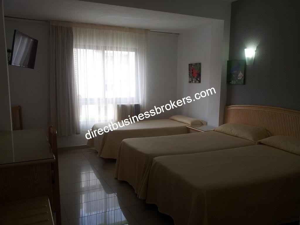 135 Room Hotel in Valencia (1230)